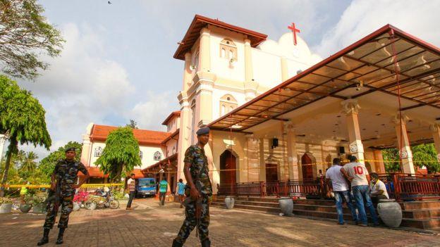 https: img-o.okeinfo.net content 2019 04 22 18 2046267 sri-lanka-berlakukan-jam-malam-pasca-serangan-bom-di-gereja-dan-hotel-nCBuKbSdQf.jpg