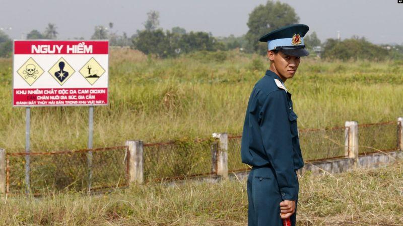 https: img-o.okeinfo.net content 2019 04 22 18 2046297 as-bersihkan-lokasi-gudang-agen-oranye-di-vietnam-wUKlfOfCOY.jpg