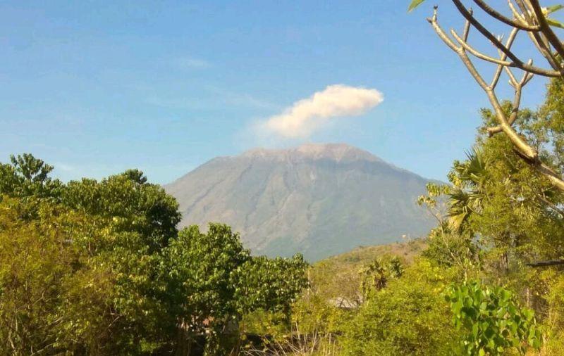 https: img-o.okeinfo.net content 2019 04 23 244 2046812 pasca-erupsi-status-gunung-agung-tetap-level-iii-ZP8oWxV1ta.jpg