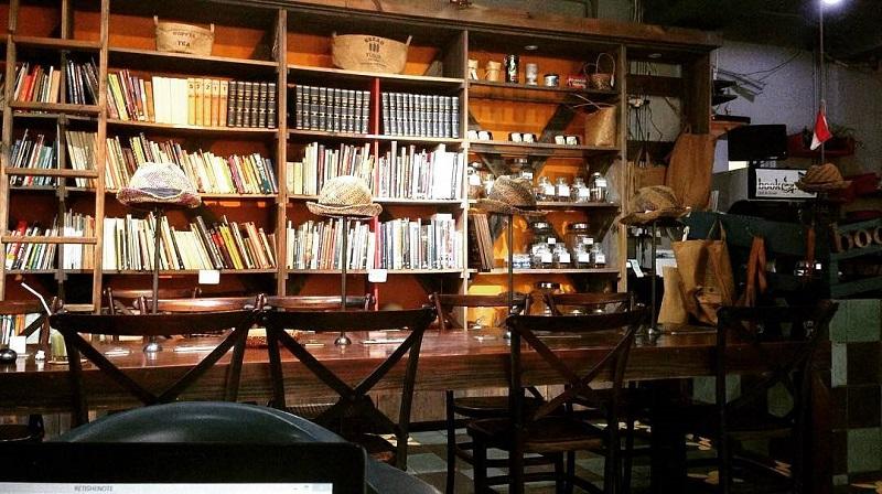 https: img-o.okeinfo.net content 2019 04 23 298 2046985 5-rekomendasi-cafe-dan-coffee-shop-untuk-baca-buku-di-jakarta-cozy-banget-qtzTYOe7bP.jpg