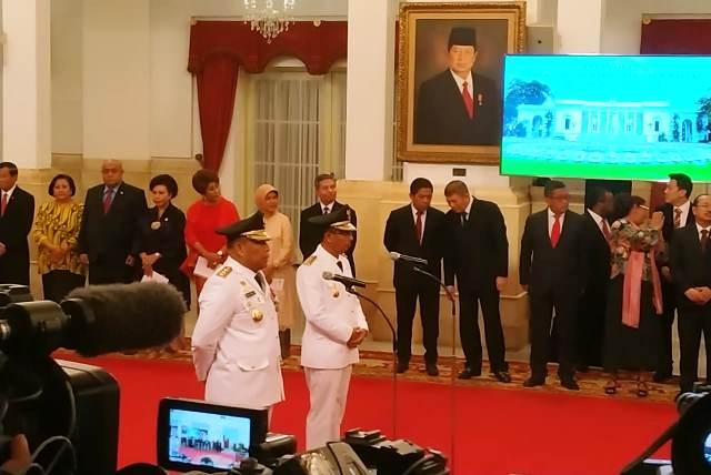 https: img-o.okeinfo.net content 2019 04 24 337 2047446 jokowi-resmi-lantik-gubernur-dan-wagub-maluku-di-istana-3Nsb0ZaKwd.jpg