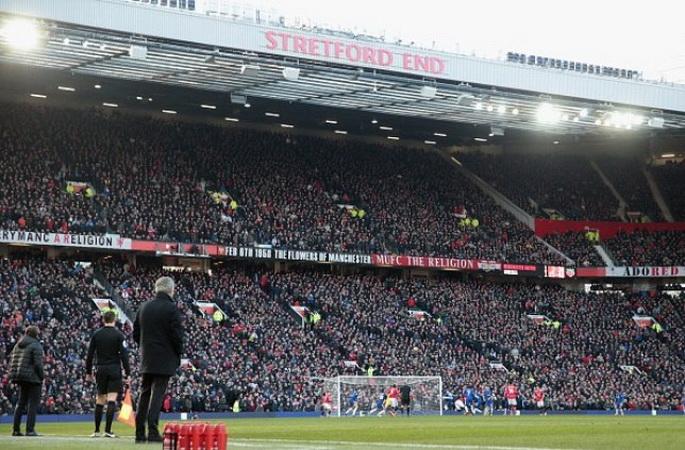 https: img-o.okeinfo.net content 2019 04 24 45 2047402 fans-man-united-bingung-harus-dukung-tim-mana-di-derby-manchester-uIhN8MtOyh.jpg