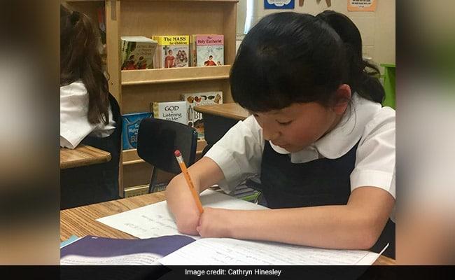 https: img-o.okeinfo.net content 2019 04 24 612 2047496 terlahir-tanpa-jari-tangan-bocah-10-tahun-ini-jadi-juara-menulis-di-amerika-serikat-9tSQh7PuPF.jpg
