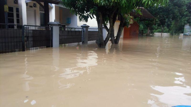 https: img-o.okeinfo.net content 2019 04 29 337 2049369 banjir-bandang-sungai-cikeas-sudah-diprediksi-pakar-hidrologi-P3pLTir6Tg.jpg