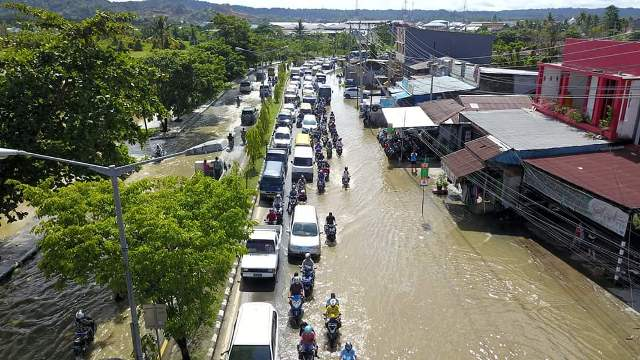 https: img-o.okeinfo.net content 2019 04 29 340 2049584 sejumlah-ruas-jalan-dan-permukiman-warga-sorong-dikepung-banjir-5KgZ3IBzcZ.jpg