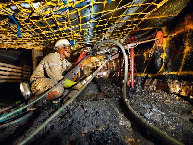 https: img-o.okeinfo.net content 2019 05 01 18 2050295 1-800-pekerja-tambang-afrika-selatan-terjebak-di-bawah-tanah-26djYMjqoJ.jpg