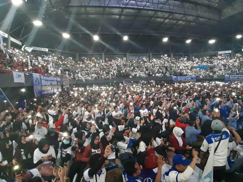 https: img-o.okeinfo.net content 2019 05 01 337 2050191 prabowo-tiba-di-aksi-may-day-kspi-massa-buruh-teriak-presiden-indonesia-GoMTTiVX5E.jpeg