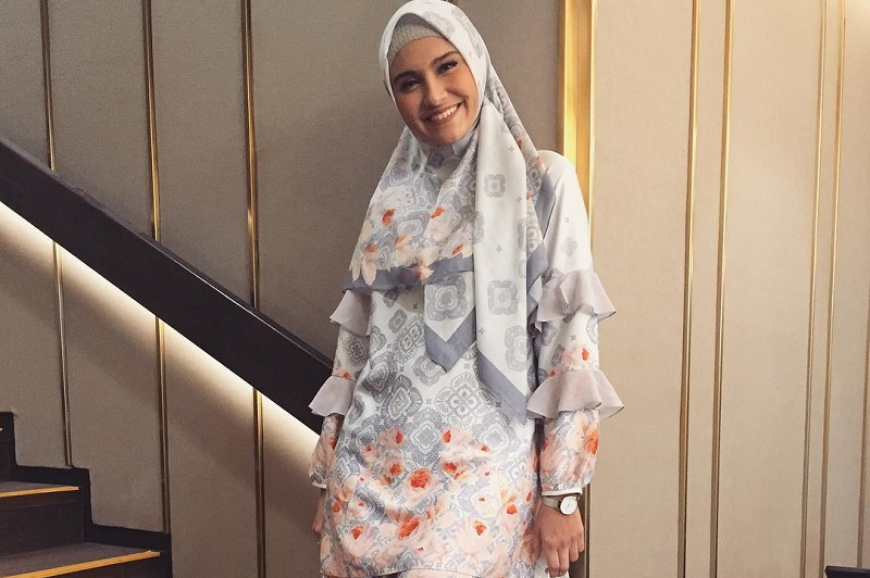 https: img-o.okeinfo.net content 2019 05 03 33 2051092 feminin-modern-zee-zee-shahab-didapuk-jadi-duta-muslim-merek-fesyen-0q914x70eg.jpg