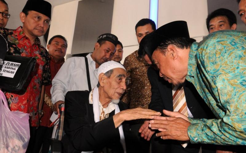 https: img-o.okeinfo.net content 2019 05 04 337 2051378 jelang-ramadan-ini-pesan-mbah-moen-untuk-masyarakat-indonesia-6cv0P3x9lA.jpg