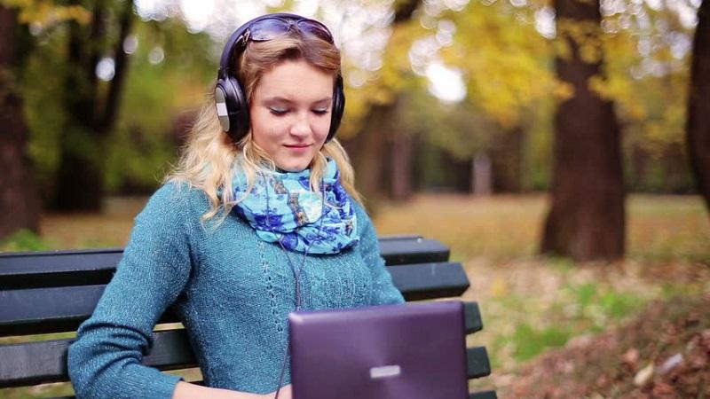 https: img-o.okeinfo.net content 2019 05 05 612 2051617 5-jenis-musik-ini-dapat-tingkatkan-fokus-dan-produktivitas-DM42zQOJva.jpg