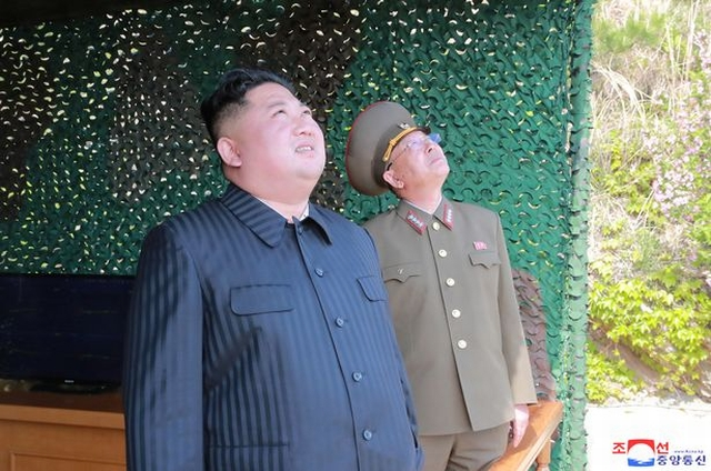 https: img-o.okeinfo.net content 2019 05 06 18 2052127 kim-jong-un-senang-dengan-peluncuran-roket-jarak-jaruh-korea-utara-ZomCXrYOOt.jpg