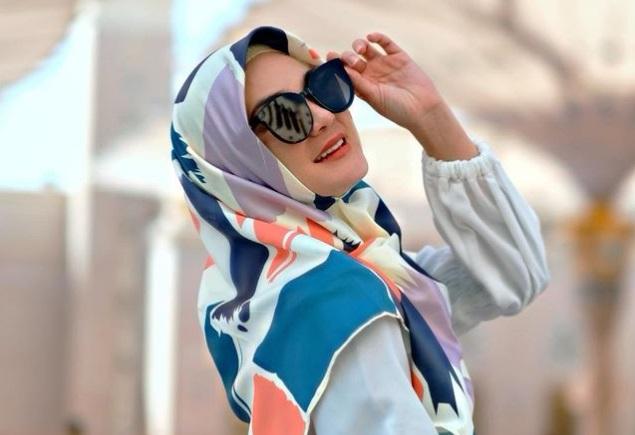 https: img-o.okeinfo.net content 2019 05 06 194 2052247 4-gaya-modis-luna-maya-pakai-hijab-bisa-untuk-bukber-DKgS5FUGKL.jpg