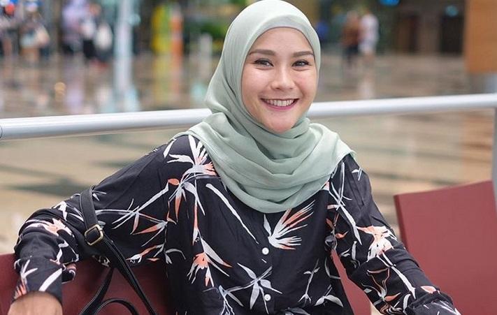 https: img-o.okeinfo.net content 2019 05 06 194 2052309 5-style-hijab-zaskia-adya-mecca-inspirasi-untuk-bukber-Dy3N1Kftue.jpg
