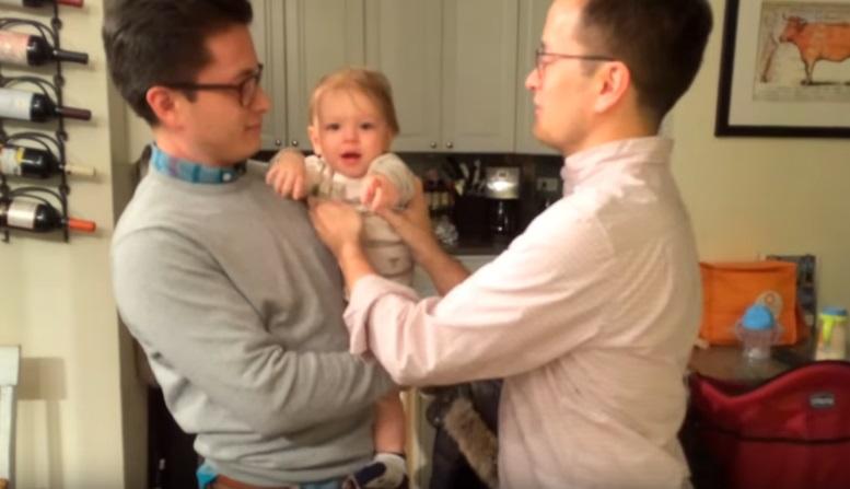 https: img-o.okeinfo.net content 2019 05 06 196 2052283 bikin-gemas-bayi-ini-bingung-tentukan-ayahnya-yang-kembar-IGJiJ1iiTK.jpg