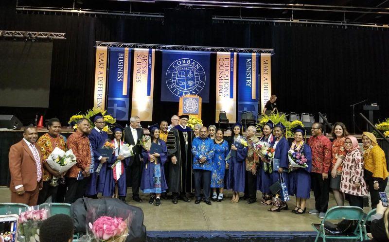 https: img-o.okeinfo.net content 2019 05 06 65 2052005 3-mahasiswa-indonesia-raih-cum-laude-di-corban-university-2mZrlWr8X2.jpg