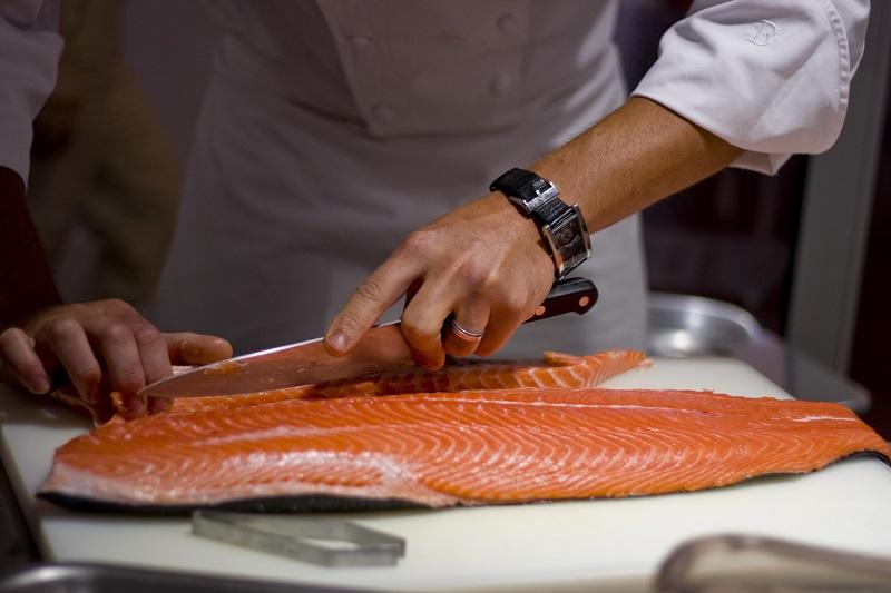 https: img-o.okeinfo.net content 2019 05 08 298 2053102 perbaikan-kualitas-ikan-laut-untuk-dikonsumsi-masyarakat-luas-MVBxlmVbbz.jpg