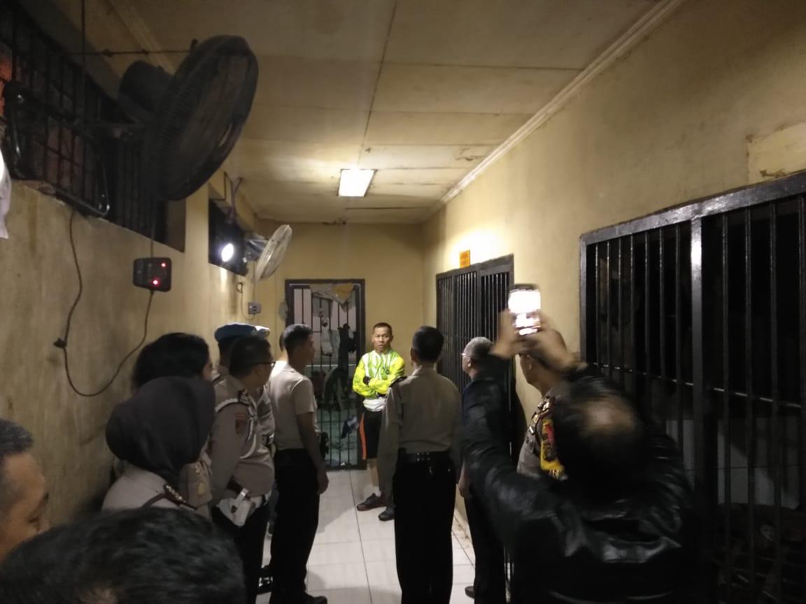 https: img-o.okeinfo.net content 2019 05 08 610 2052973 imbas-30-tahanan-kabur-di-palembang-7-polisi-dijebloskan-ke-penjara-1AGozVjYjh.jpg