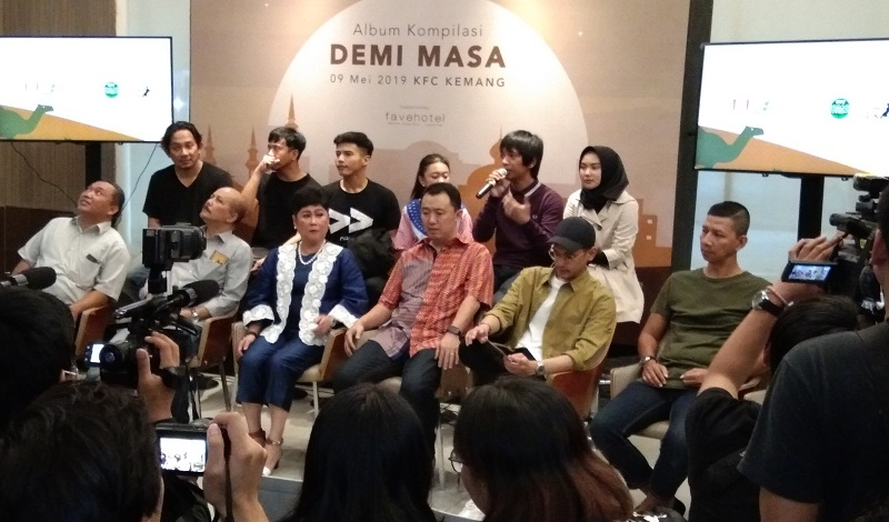 https: img-o.okeinfo.net content 2019 05 09 205 2053748 demi-masa-album-kompilasi-religi-sederet-musisi-besar-indonesia-lNUk75XYB5.jpg