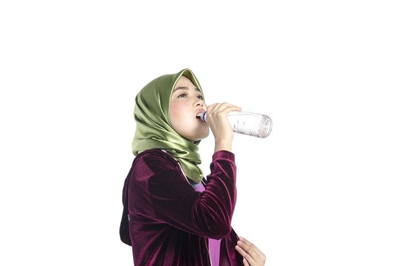https: img-o.okeinfo.net content 2019 05 10 616 2054009 tips-bugar-dan-penuhi-kebutuhan-minum-air-selama-puasa-ramadan-gYH9b0jYnQ.jpg