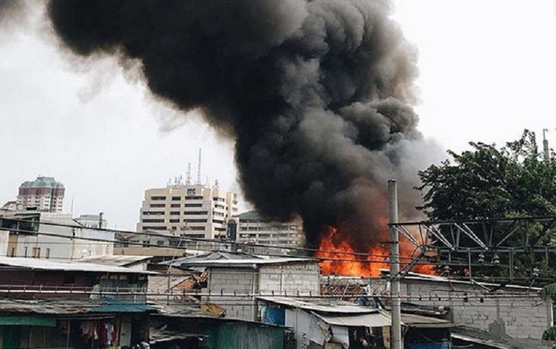 https: img-o.okeinfo.net content 2019 05 12 338 2054630 polisi-akan-gelar-olah-tkp-lokasi-kebakaran-kampung-bandan-oSPJxw0Aiz.jpg