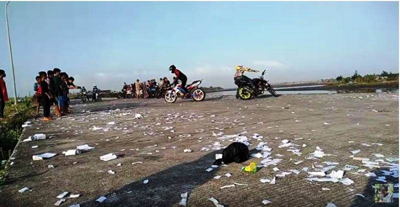 https: img-o.okeinfo.net content 2019 05 12 510 2054733 viral-video-pemuda-lakukan-freestyle-motor-ending-nya-bikin-ngilu-o1btZFfynh.JPG