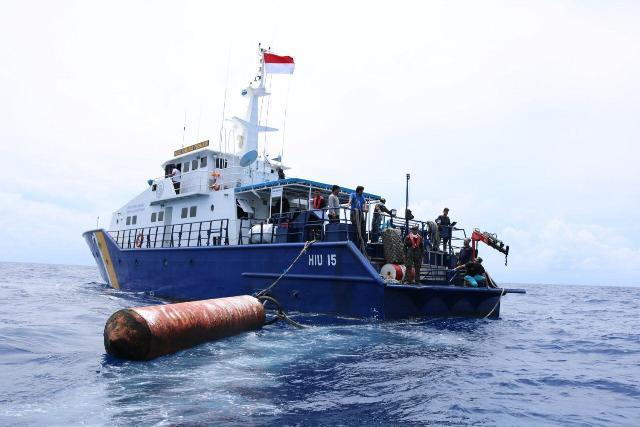 https: img-o.okeinfo.net content 2019 05 13 337 2054800 kapal-pengawas-perikanan-tertibkan-empat-rumpon-ilegal-filipina-YjzRRHSS0m.jpg
