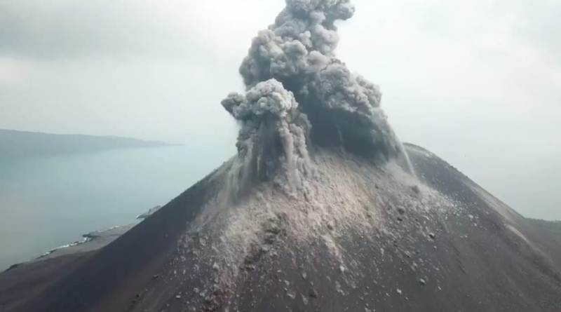 https: img-o.okeinfo.net content 2019 05 13 337 2054930 gunung-anak-krakatau-dilanda-20-kali-erupsi-dan-72-gempa-pekan-lalu-LIjU73EfG3.jpeg