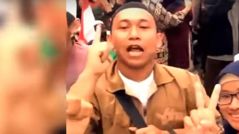 https: img-o.okeinfo.net content 2019 05 13 338 2055131 polisi-buru-perempuan-perekam-video-penggal-kepala-jokowi-QGafC3GhqY.jpg