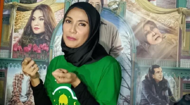 https: img-o.okeinfo.net content 2019 05 14 33 2055721 gunakan-hijab-maudy-koesnaedi-konsisten-tutup-aurat-2EXJ2z8rtq.jpg