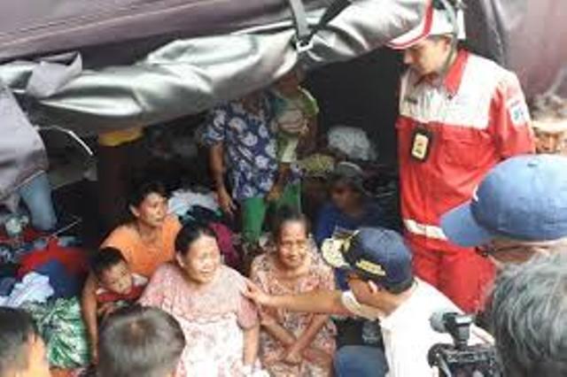 https: img-o.okeinfo.net content 2019 05 14 338 2055632 pengungsi-kebakaran-kampung-bandan-butuh-pakaian-dalam-EzSWwS5j1H.jpg