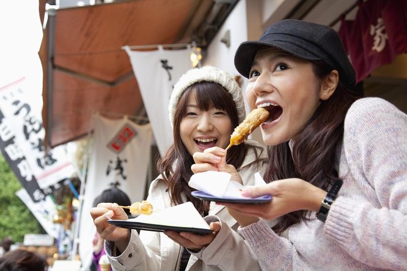 https: img-o.okeinfo.net content 2019 05 14 406 2055726 kota-di-jepang-ini-melarang-turis-untuk-makan-sambil-jalan-GdDv4MP6Gm.jpg