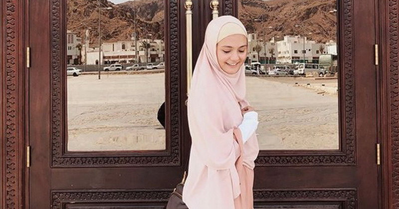 https: img-o.okeinfo.net content 2019 05 15 33 2055855 tampil-berhijab-amanda-rawles-bikin-netizen-ingin-meminang-ezHHtGNSLl.jpg