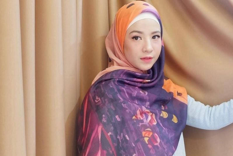 https: img-o.okeinfo.net content 2019 05 16 33 2056717 natasha-rizki-ingin-khatam-al-quran-meski-tak-puasa-di-ramadan-tahun-ini-1JU4c0I1LJ.jpg