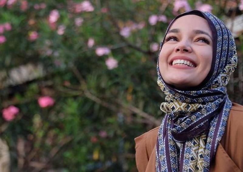 https: img-o.okeinfo.net content 2019 05 17 616 2057050 dewi-sandra-berbagi-tips-khatam-alquran-saat-ramadan-ziO6giF7CS.JPG