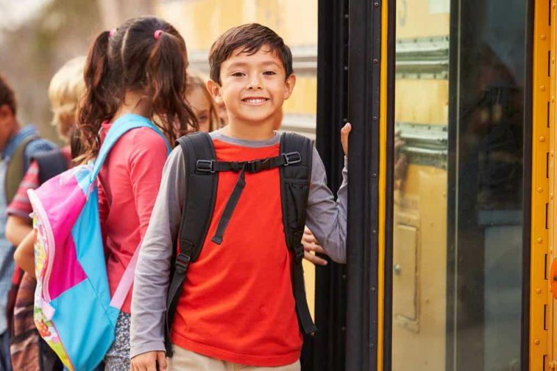 https: img-o.okeinfo.net content 2019 05 20 196 2057826 menentukan-saat-tepat-anak-anak-naik-transportasi-umum-sendiri-umur-berapakah-7PjH9IDC9u.jpg