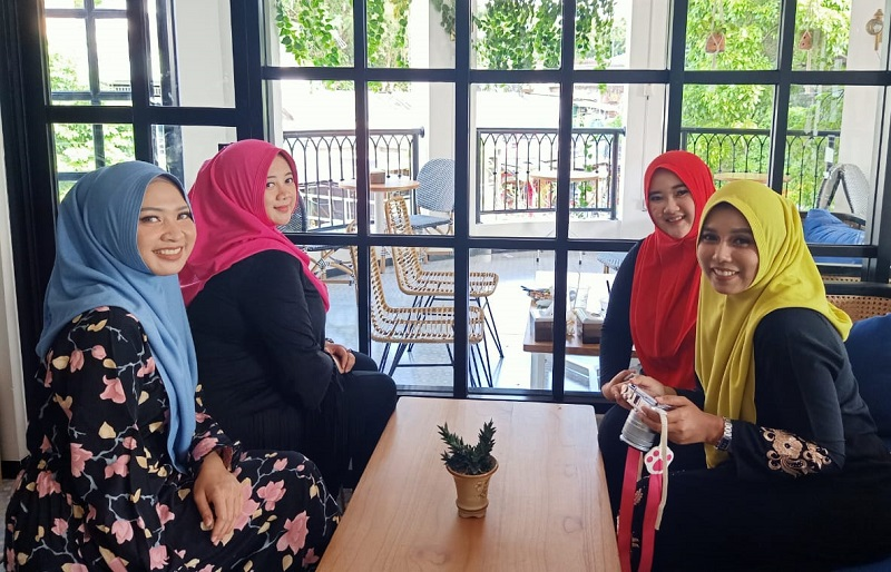 https: img-o.okeinfo.net content 2019 05 20 617 2057772 koleksi-hijab-hoodie-anti-tembem-bikin-perempuan-makin-pede-HZqnAH7Wo5.jpg