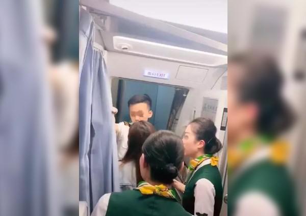 https: img-o.okeinfo.net content 2019 05 22 18 2059035 ibu-di-china-halangi-pesawat-lepas-landas-agar-putrinya-bisa-berbelanja-1zUMSzqj1V.jpg