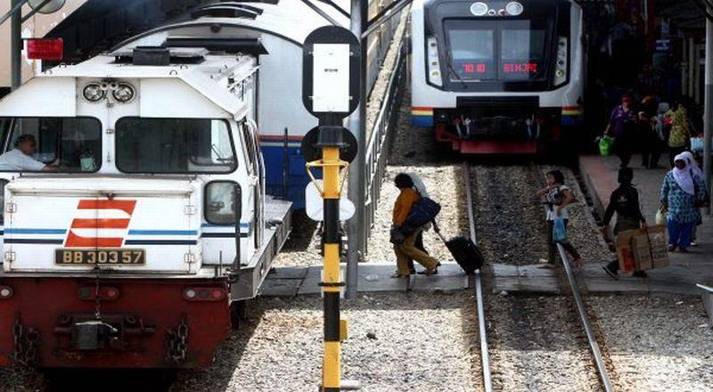 https: img-o.okeinfo.net content 2019 05 22 338 2058785 penggunna-commuter-line-disarankan-gunakan-stasiun-alternatif-selain-stasiun-tanah-abang-palmerah-M0E3KfKZuy.jpg