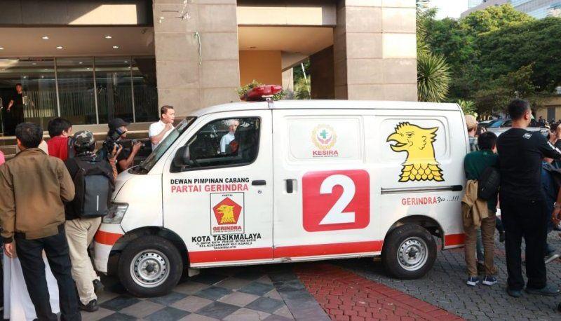 https: img-o.okeinfo.net content 2019 05 23 337 2059678 ambulans-gerindra-berisi-uang-dan-batu-diduga-milik-adik-prabowo-NJ6ZMaMA1U.jpg