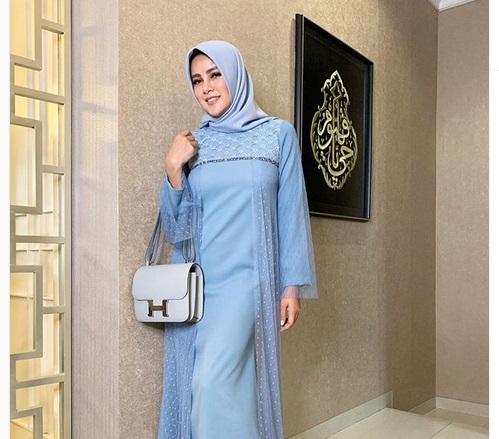 https: img-o.okeinfo.net content 2019 05 24 194 2060049 5-gaya-hijab-cantik-ala-olla-ramlan-simpel-nan-modis-zZNyl9cjsG.jpg
