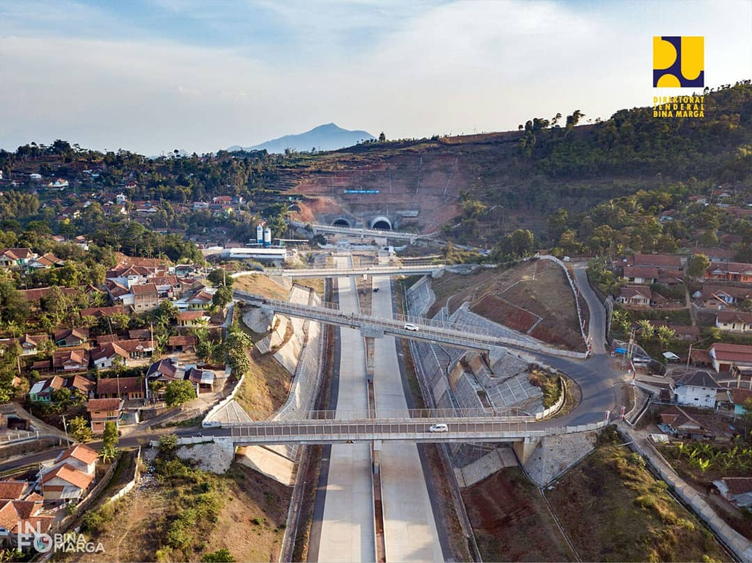 https: img-o.okeinfo.net content 2019 05 24 320 2059819 terowongan-tol-cisumdawu-dibuka-fungsional-saat-mudik-lebaran-8fWVjaJkZM.jpg