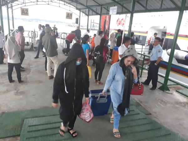 https: img-o.okeinfo.net content 2019 05 25 340 2060371 351-tki-ilegal-di-malaysia-dideportasi-ke-nunukan-5IwNFkRSmu.jpg