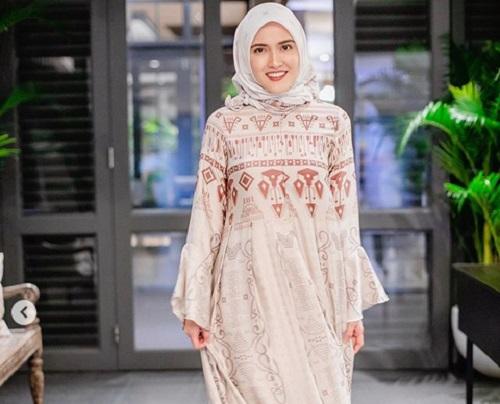 https: img-o.okeinfo.net content 2019 05 28 194 2061235 shandy-aulia-berhijab-saat-bukber-keluarga-netizen-masya-allah-cantiknya-49gR2cdmA8.jpg