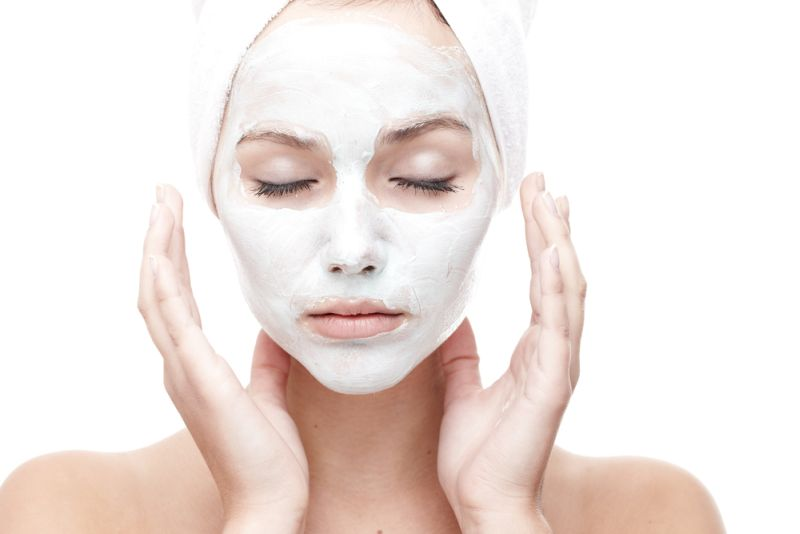 https: img-o.okeinfo.net content 2019 05 30 611 2062075 lebih-baik-mana-untuk-kulit-wajah-essence-atau-serum-wGhr8lQDZV.jpg