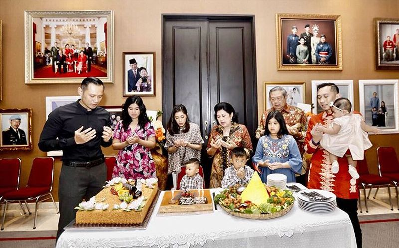 https: img-o.okeinfo.net content 2019 06 03 196 2063419 kisah-mengharukan-ani-yudhoyono-saat-siapkan-kain-lebaran-lhn9Y5y5MZ.jpg