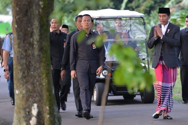 https: img-o.okeinfo.net content 2019 06 04 512 2063810 pulang-kampung-ke-solo-presiden-jokowi-akan-bagikan-sembako-Y6t6HZsuzo.jpg