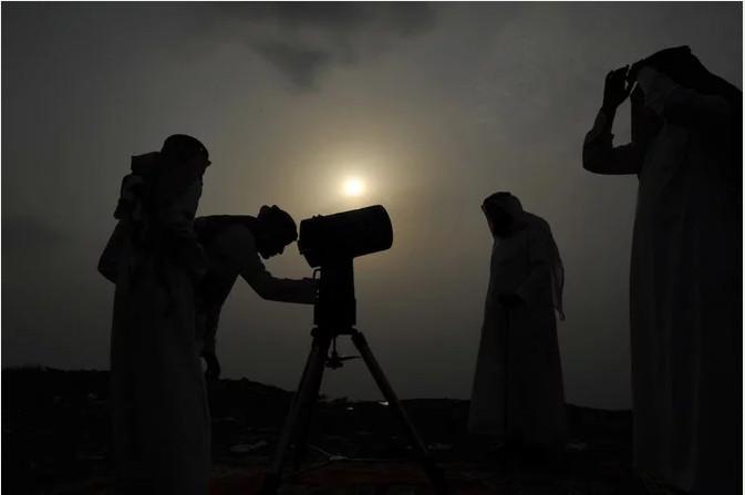 https: img-o.okeinfo.net content 2019 06 04 614 2063706 umat-muslim-di-arab-saudi-merayakan-idul-fitri-pada-hari-ini-7xSeeSYi8U.jpg