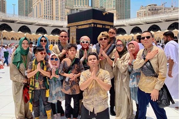 https: img-o.okeinfo.net content 2019 06 06 614 2064027 rayakan-lebaran-di-makkah-ini-doa-yang-dipanjatkan-gen-halilintar-KgOeHD0uor.jpg