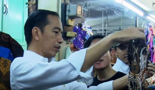 https: img-o.okeinfo.net content 2019 06 08 337 2064536 presiden-jokowi-ajak-keluarga-belanja-batik-di-pasar-beringharjo-dLqUMzaXKA.JPG