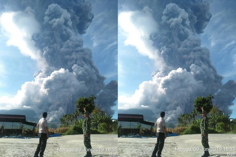 https: img-o.okeinfo.net content 2019 06 09 608 2064761 gunung-sinabung-erupsi-patugas-awan-panas-ke-arah-tenggara-dan-selatan-Rg5MWZhkke.jpg